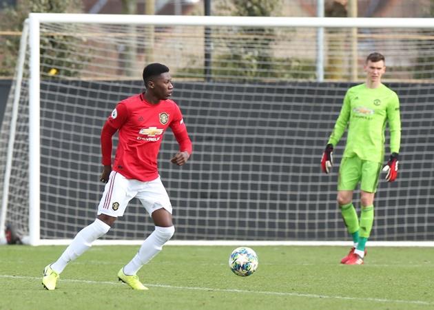 Dishon Bernard shows how he has been training amid hopes for United call-up - Bóng Đá