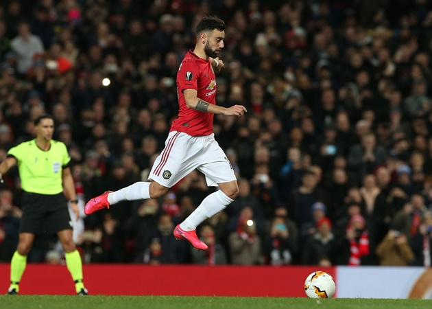 Last man to save Fernandes penalty tells Premier League goalkeepers how to stop Man Utd star - Bóng Đá