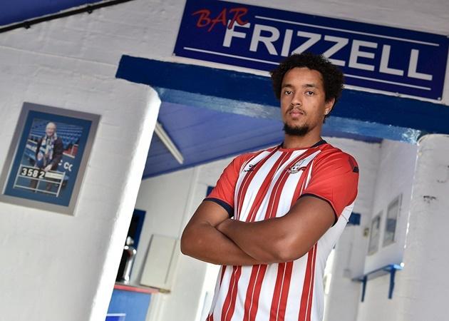 Formerly promising Man United defender signs for Oldham after getting released - Bóng Đá