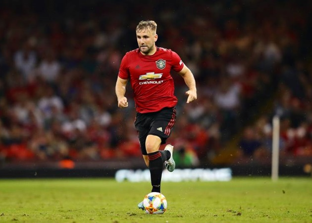 Luke Shaw and Axel Tuanzebe left out of 30-man  @ManUtd  Europa League squad - Bóng Đá