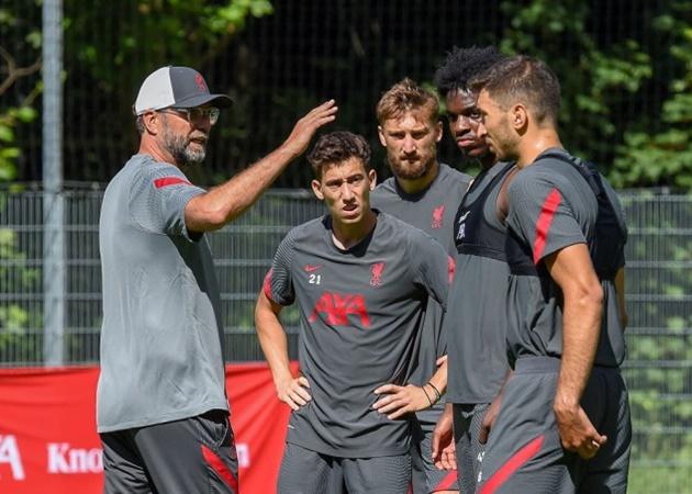 Kostas Tsimikas (số 21) là phương án dự phòng đầy chất lượng trong trường hợp Andrew Robertson không thể ra sân cho Liverpool.