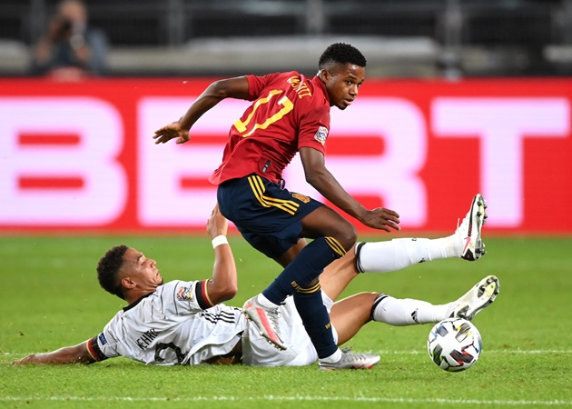 Ansu Fati is the youngest player to represent Spain at international level in 25 years.  - Bóng Đá