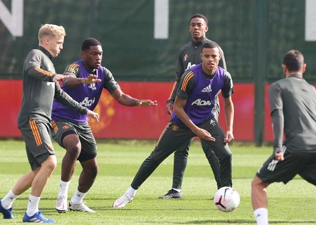 Ole Gunnar Solskjaer calls on Man Utd midfielders to score more goals - Bóng Đá