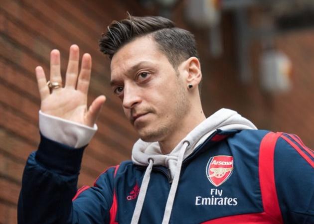 'Ozil won't play another game despite Gunnersaurus stunt' – Parlour predicts the end for Arsenal midfielder - Bóng Đá