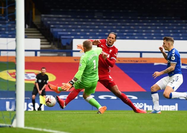 Wijnaldum blasts Pickford for 'completely stupid' Van Dijk tackle - Bóng Đá