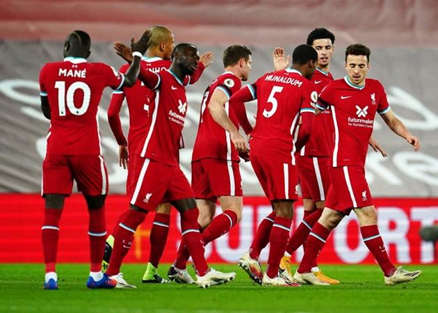 Liverpool có thể thiếu đi nhiều trụ cột, thế nhưng đẳng cấp của nhà đương kim vô địch vẫn được The Kop thể hiện trước một đối thủ khó chịu là Leicester City. Nửa đỏ vùng Merseyside cũng đã leo lên vị trí thứ 2, có cùng 20 điểm với Tottenham Hotspur nhưng thua về hiệu số phụ.