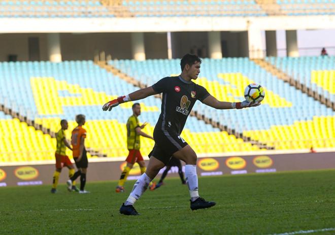 Thủ môn U23 Malaysia bị cấm thi đấu vì sử dụng doping - Bóng Đá