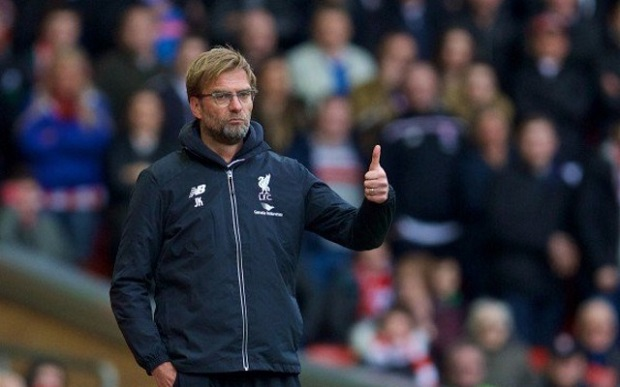 Impressed-Jurgen-Klopp-gives-thumbs-up