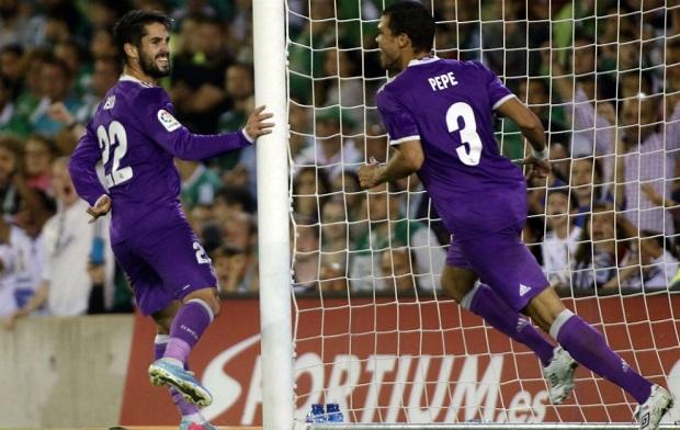 Con trai Ronaldo ghi bàn trong ngày ra mắt