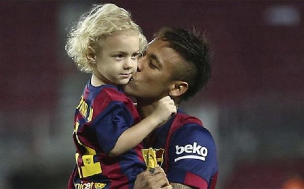 Con trai Neymar hội ngộ Messi, Suarez và Pique 'đệ nhị'  - Bóng Đá