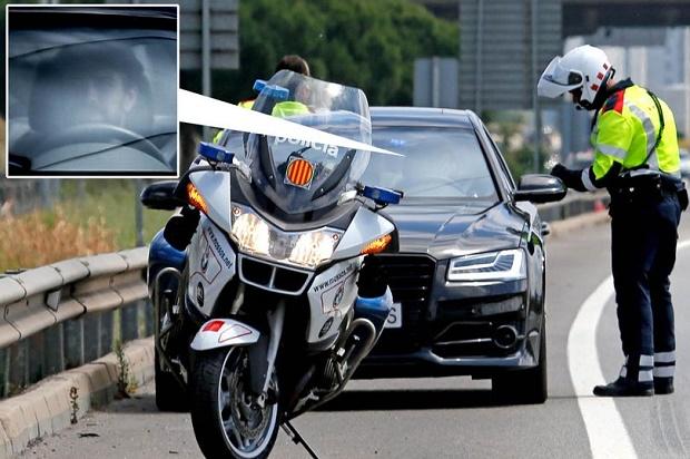 Pique bị cảnh sát 'hỏi thăm' vì lái xe quá tốc độ - Bóng Đá