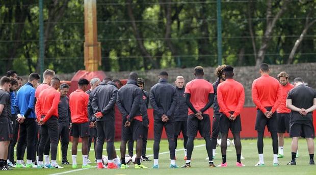 Hủy họp báo, Mourinho gửi thông điệp đến NHM qua trang web của Man United - Bóng Đá