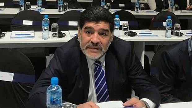 Maradona: Dani Alves là một thằng đần - Bóng Đá