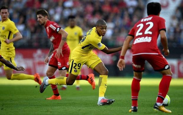Mbappe thừa nhận gặp khó tại vị trí mới trong đội hình PSG