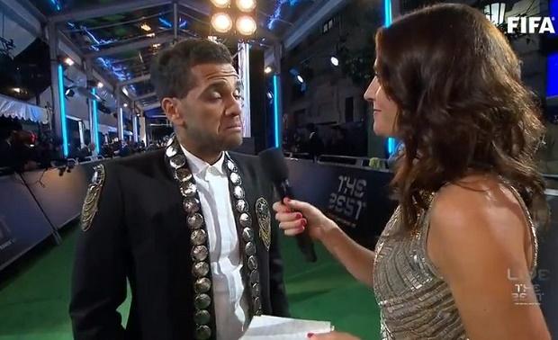 Dani Alves troll chủ tịch Real Madrid tại lễ trao giải FIFA The Best