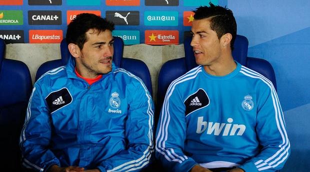 Casillas troll Ronaldo: Ở Bồ Đào Nha mọi người yêu quý tôi hơn cậu! - Bóng Đá