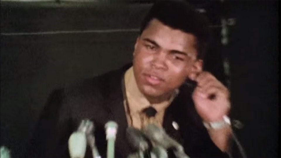 The Trials of Muhammad Ali (2013): Không nhắc nhiều tới những trận đấu quyền anh, The Trials of Muhammad Ali tập trung kể chuyện Ali chuyển tín ngưỡng sang đạo Hồi, cũng như việc ông phản đối cuộc chiến tranh Việt Nam ra sao. Tác phẩm tài liệu giúp công chúng hiểu hơn về đức tin của ông trong giai đoạn người da màu còn bị kỳ thị và gặp nhiều định kiến. Ảnh: Internet.