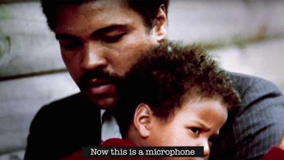 I Am Ali (2014): Tác phẩm tài liệu mới nhất sử dụng những đoạn ghi âm khi Muhammad Ali còn tỉnh táo. Cùng với lời kể của gia đình và bạn bè ông, người ta có cơ hội hiểu hơn về huyền thoại cũng như sức ảnh hưởng của Ali. Rất nhiều huyền thoại quyền anh, như Mike Tyson hay George Foreman, cũng tham gia thực hiện I Am Ali nhằm tri ân ông. Ảnh: Internet.