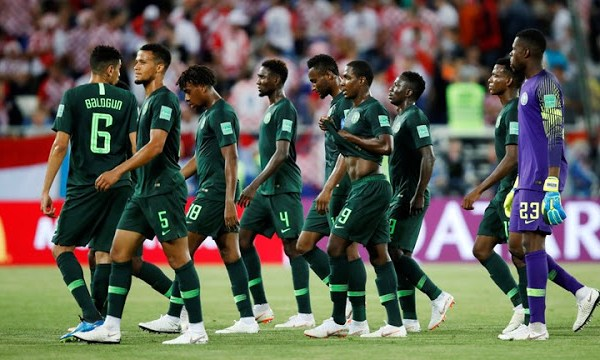 Vì sao Siêu đại bàng gãy cánh trước Argentina - Bóng Đá