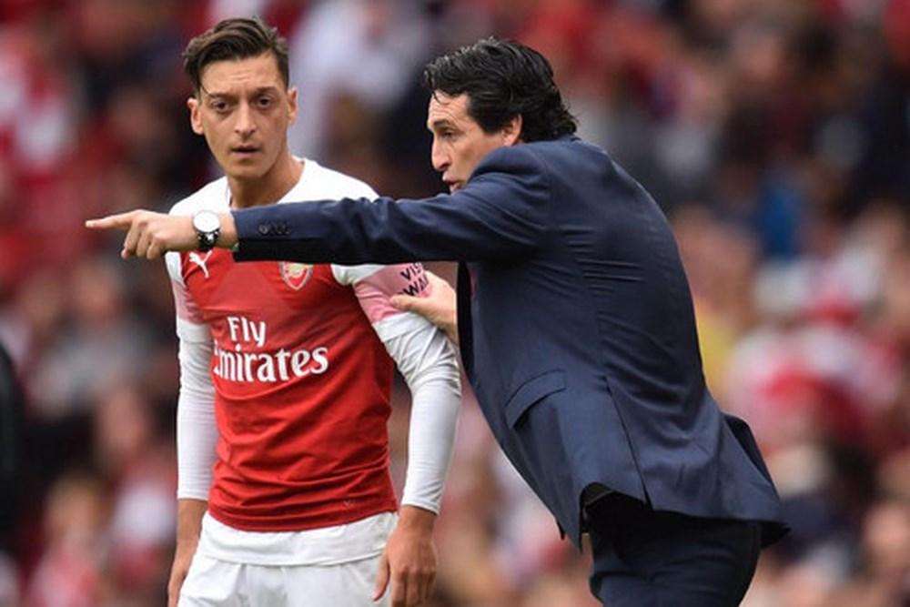 Arsenal cho Emery toàn quyền quyết định vụ Ozil - Bóng Đá