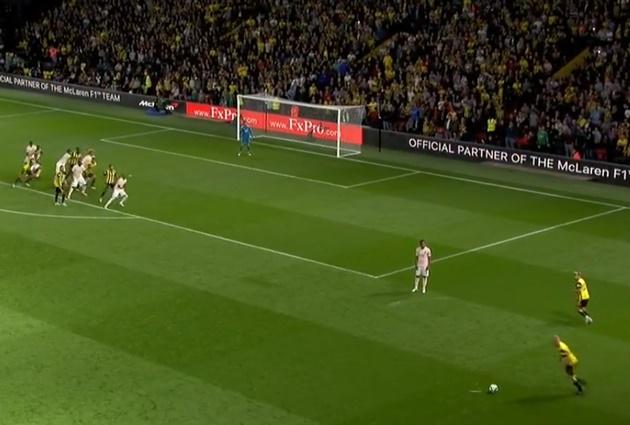 HLV và cầu thủ Watford phản ứng với pha cứu thua của De Gea - Bóng Đá