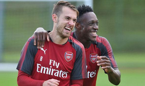 Emery tiết lộ Ramsey và Welbeck vẫn đang nói chuyện với CLB - Bóng Đá