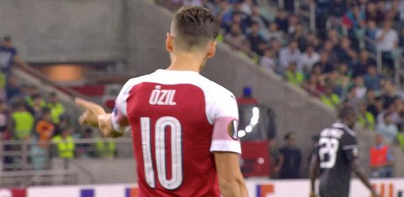 Ozil giận dữ với Elneny - Bóng Đá