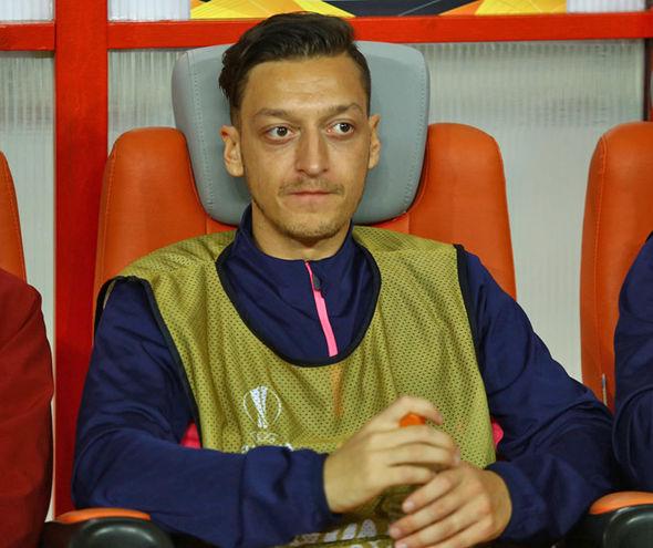 CĐV Arsenal mỉa mai tình huống Ozil nổi điên với đồng đội - Bóng Đá