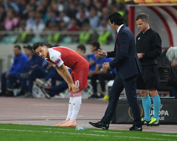 Emery: Ozil bị đau - Bóng Đá