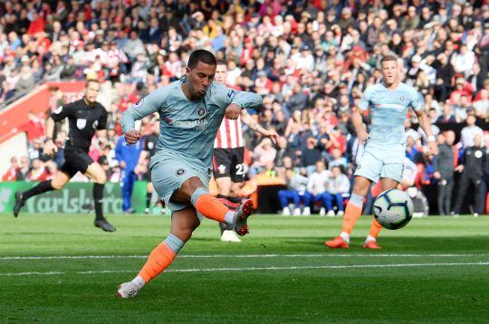 Hazard tiết lộ thường xuyên liên hệ với Varane - Bóng Đá