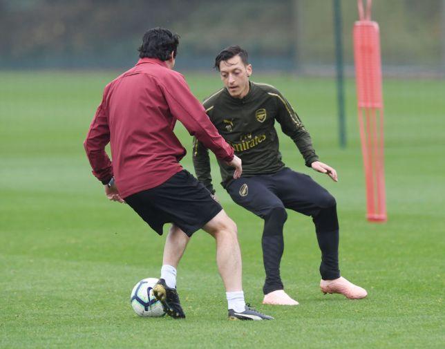 Emery: Ozil nghỉ ĐTQG là tốt cho Arsenal - Bóng Đá