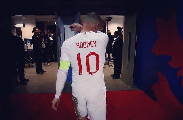 Rooney khóc nhè trong phòng thay đồ tuyển Anh - Bóng Đá