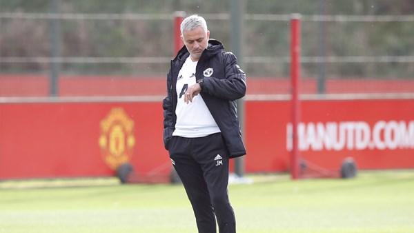 Mourinho đi bộ nếu kẹt xe - Bóng Đá
