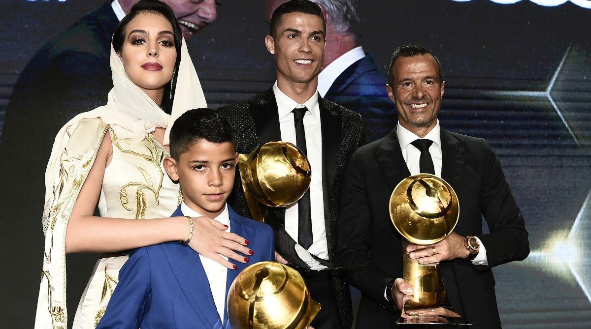 Ronaldo giành giải thưởng Globe Soccer - Bóng Đá