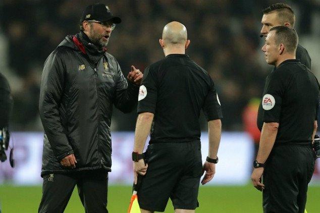 Phản ứng của Klopp với trọng tài khi thua West Ham - Bóng Đá