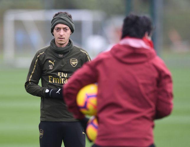 Ozil có thể sút Emery khỏi Arsenal - Ray Parlour - Bóng Đá