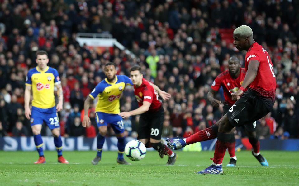 Solskjaer ngăn Pogba - Lukaku cãi lộn quả penalty - Bóng Đá