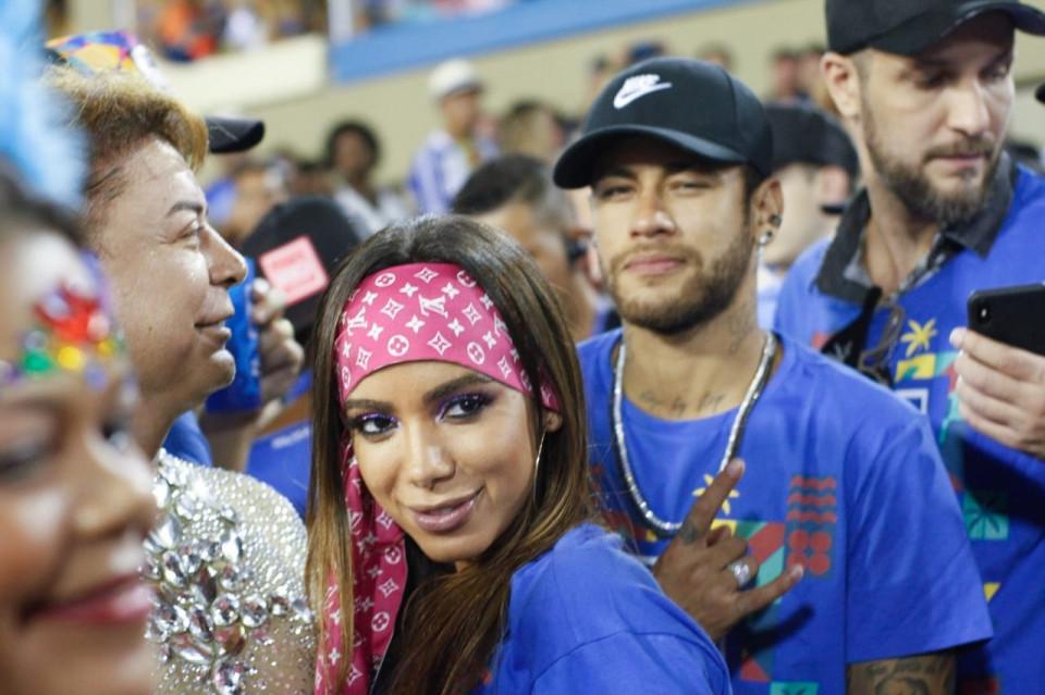 Kệ M.U, Neymar quẩy tưng bừng - Bóng Đá
