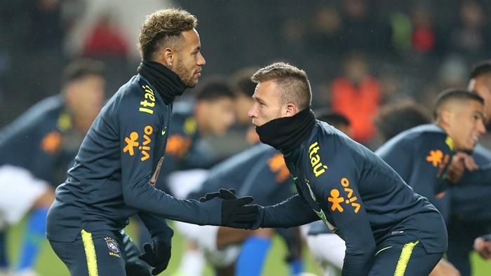 Arthur xin lỗi vì dự sinh nhật Neymar - Bóng Đá