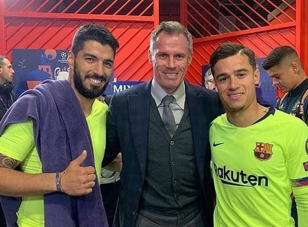 Coutinho và Suarez chụp ảnh với Carragher - Bóng Đá