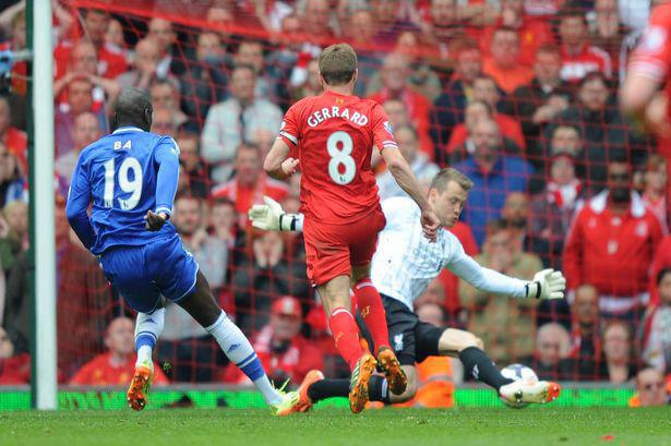 Robertson trượt ngã như Gerrard - Bóng Đá