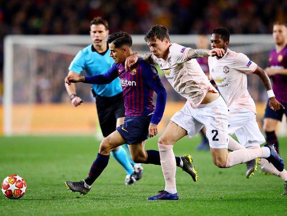 Gary Neville đặt câu hỏi cho Solskjaer về 1 quyết định trước Barcelona - Bóng Đá