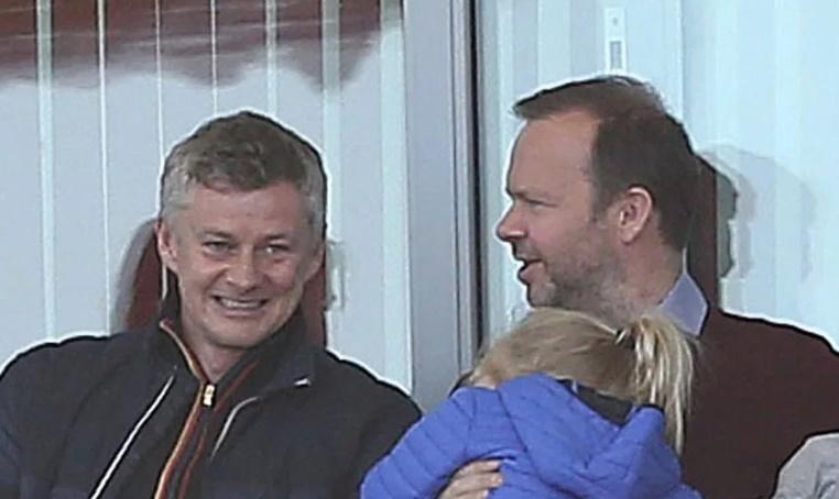 Woodward + Solskjaer đi xem đội nữ MU nâng cúp - Bóng Đá