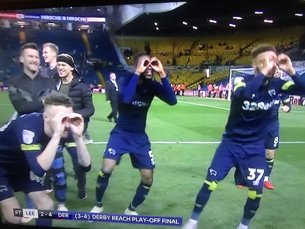 Cầu thủ Derby ăn mừng chọc quê Bielsa - Bóng Đá