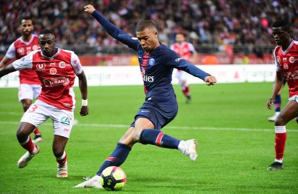 Mbappe buồn bã ngày PSG thua trận cuối - Bóng Đá