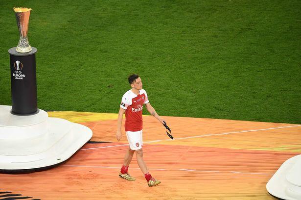 Fan Arsenal đòi sút Ozil - Bóng Đá