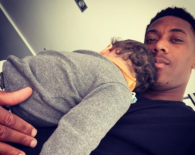 Man Utd share pics of stars including Fred and Martial on Fathers' Day - Bóng Đá