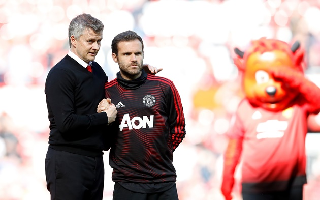 Juan Mata signed a three-year contract on Monday afternoon which will keep him at United until 2022 - Bóng Đá