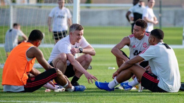 Manchester United duo Marcus Rashford and Jesse Lingard soak up the sun on Miami Beach - Bóng Đá