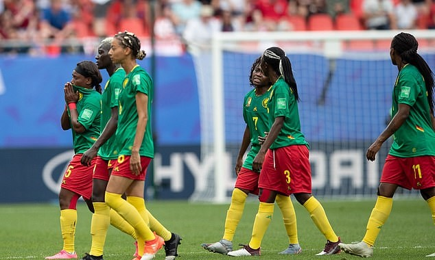 Refusing to restart play, spitting on opponents and 'career-ending' challenges – how England had to put up with Cameroon - Bóng Đá